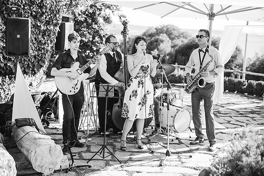 eric boneske photography, destination, travel, wedding photographer, Tuscany Italy, Italian, bride, groom, husband, wife, entertainment, live music,