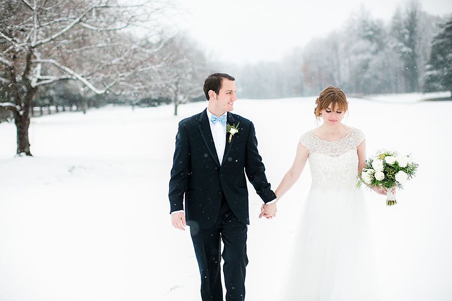 eric boneske photography, sedgefield country club, wedding, winter, snow, bride, groom, bouquet, boutonniere, engagement rings,